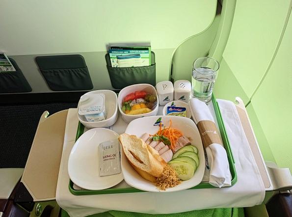 Đồ ăn hạng thương gia của hãng Bamboo Airways