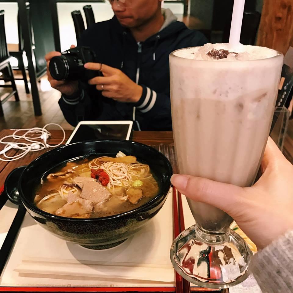 Combo trà sữa và mỳ bò