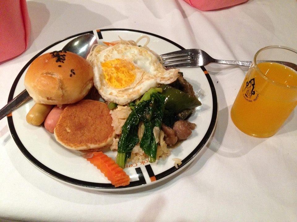 Một bữa buffet sáng ở khách sạn Bangkok Central Hotel
