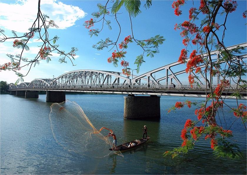 Sông Hương và cầu Tràng Tiền