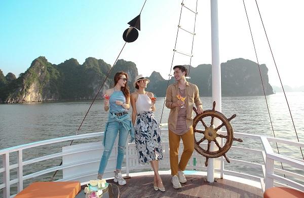 Nghỉ dưỡng trên du thuyền Hạ Long