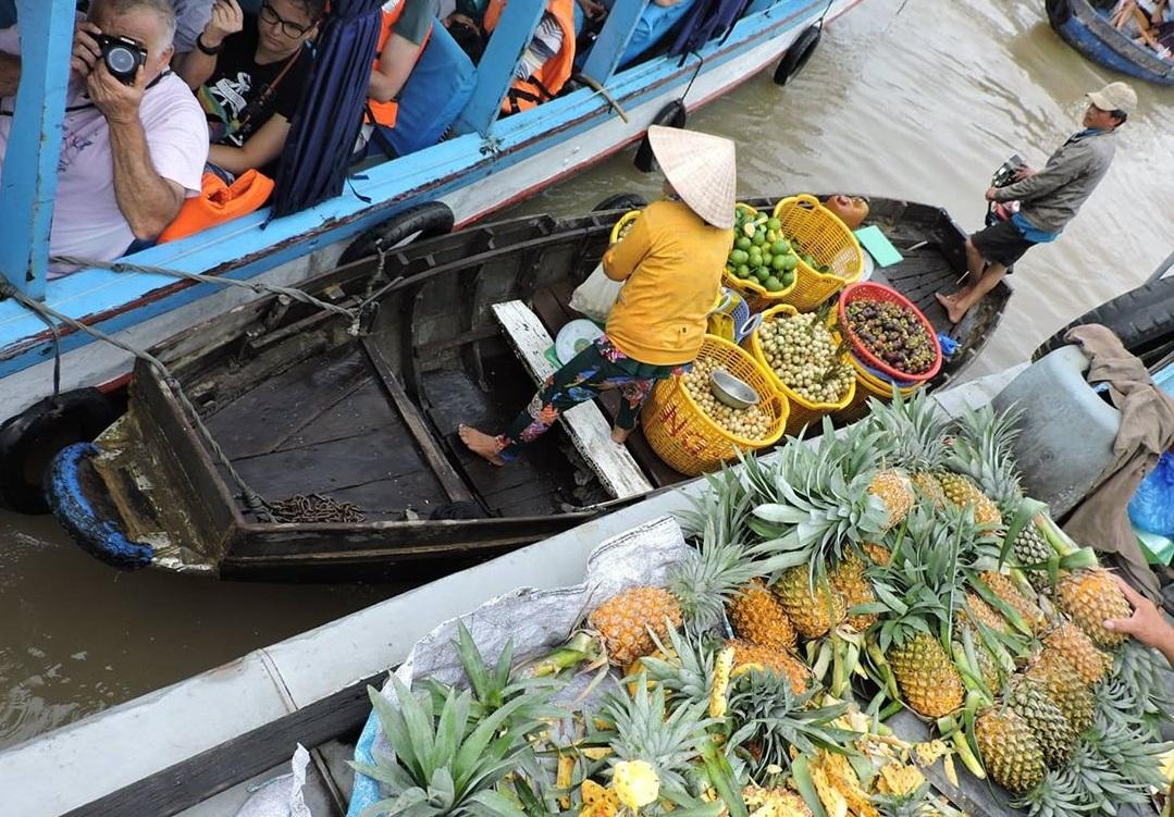 Chợ nổi Cái Răng tấp nập nhất khi thời tiết Cần Thơ vào mùa nước nổi