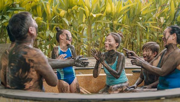 Tắm khoáng nóng và tắm bùn tại Bình Châu Hot Spring Resort