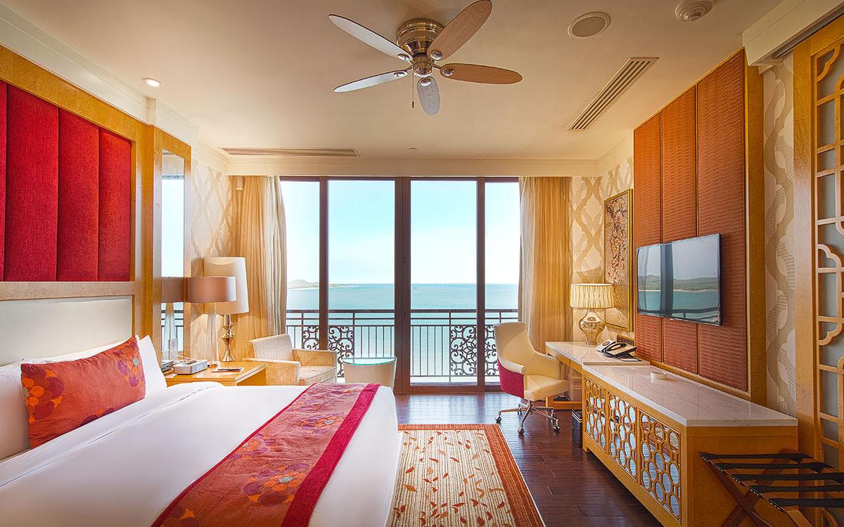 Nội thất xa hoa, lộng lẫy trong phòng khách sạn The Grand Hồ Tràm Strip Resort