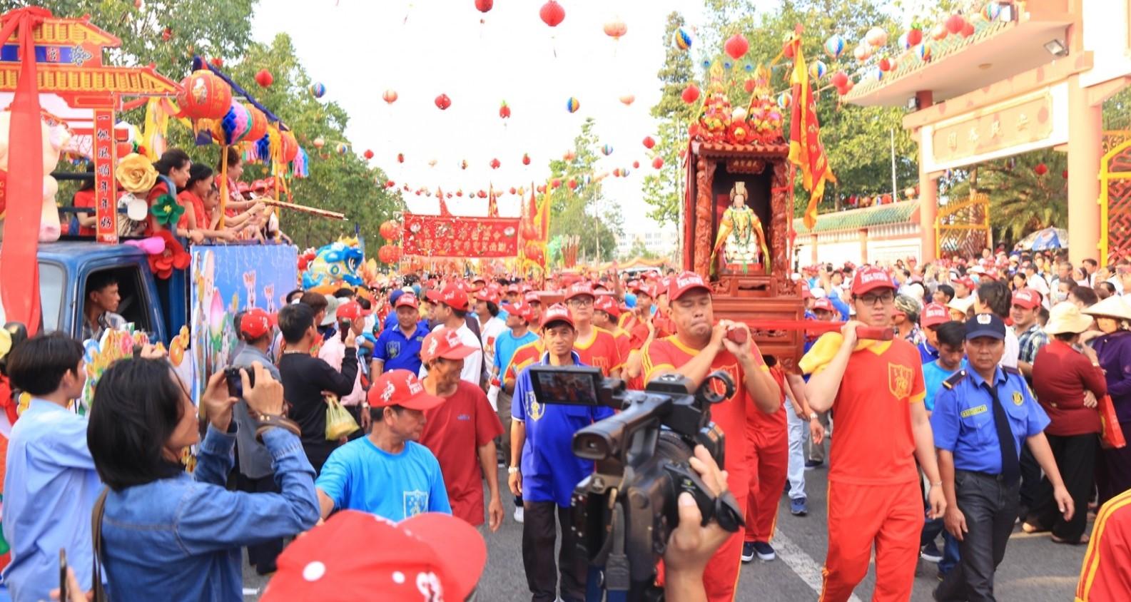 Lễ rước tại hội chùa Bà Thiên Hậu - một trong các lễ hội ở thành phố Hồ Chí Minh nổi tiếng