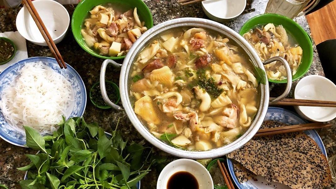 Lẩu gà lá é Tao Ngộ - một trong các quán ăn ngon ở Đà Lạt không thể bỏ qua