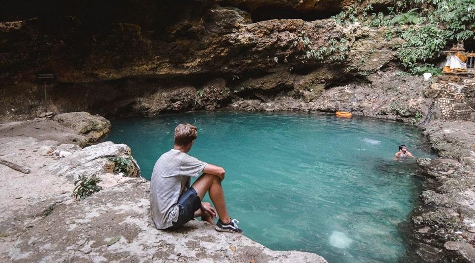 Hồ bơi tự nhiên Tembeling