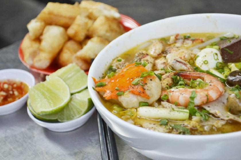 Ăn sáng với bánh canh Sài Gòn