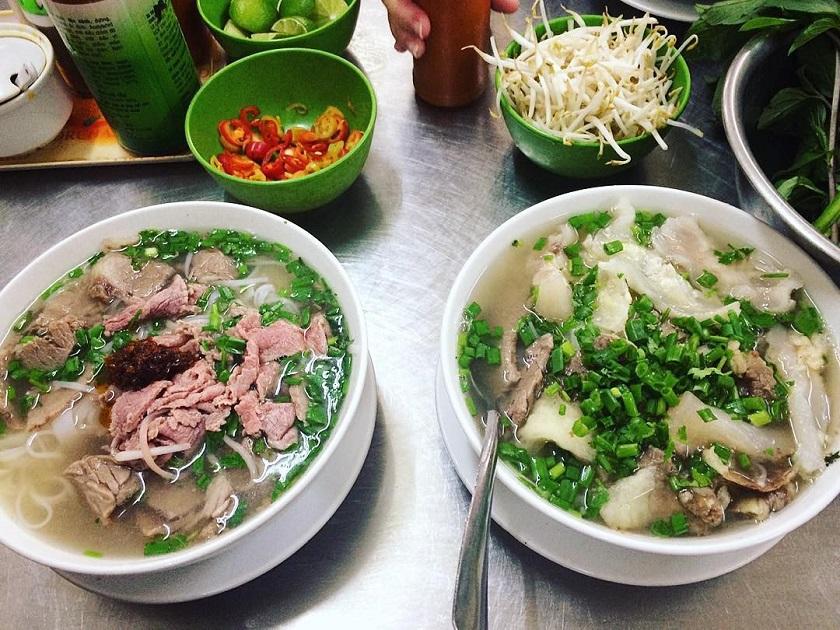 Ăn phở buổi sáng tại Sài Gòn