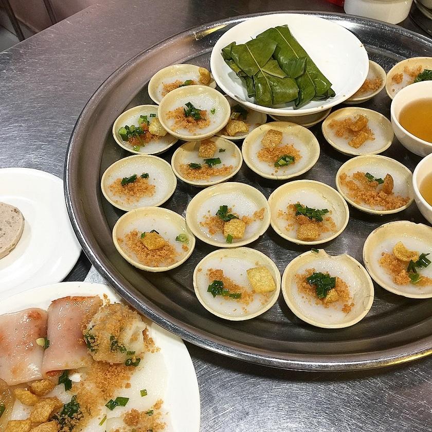 Ăn sáng Sài Gòn với bánh bèo