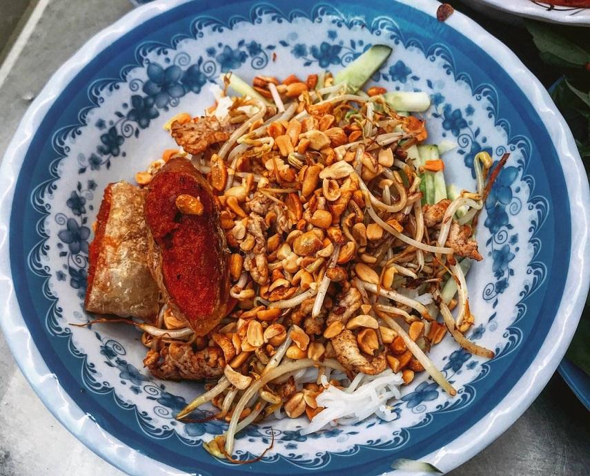 Bún thịt xào cô Ba là một trong những quán ăn sáng ngon ở Cần Thơ thu hút rất nhiều thực khách