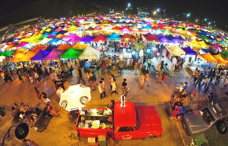 Chợ đêm Rot Fai