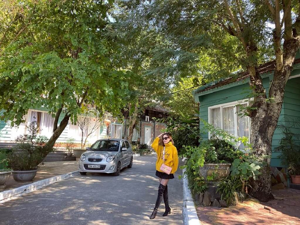 Một góc khuôn viên V'star Resort Hòa Bình