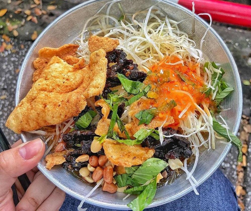Gỏi khô bò là món ăn ngon rẻ ở Sài Gòn