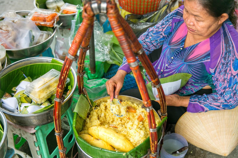 Xôi cũng là món ăn ngon rẻ và dễ kiếm ở Sài Gòn