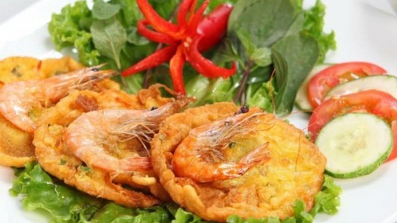 Bánh tôm - món ăn vặt nổi tiếng Hà Nội