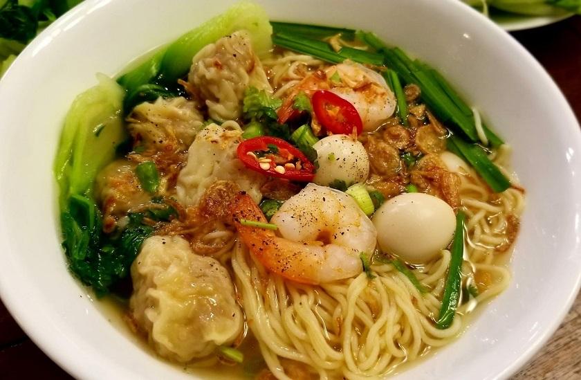 Mì hoành thánh - Món ăn khuya Nha Trang được yêu thích nhất