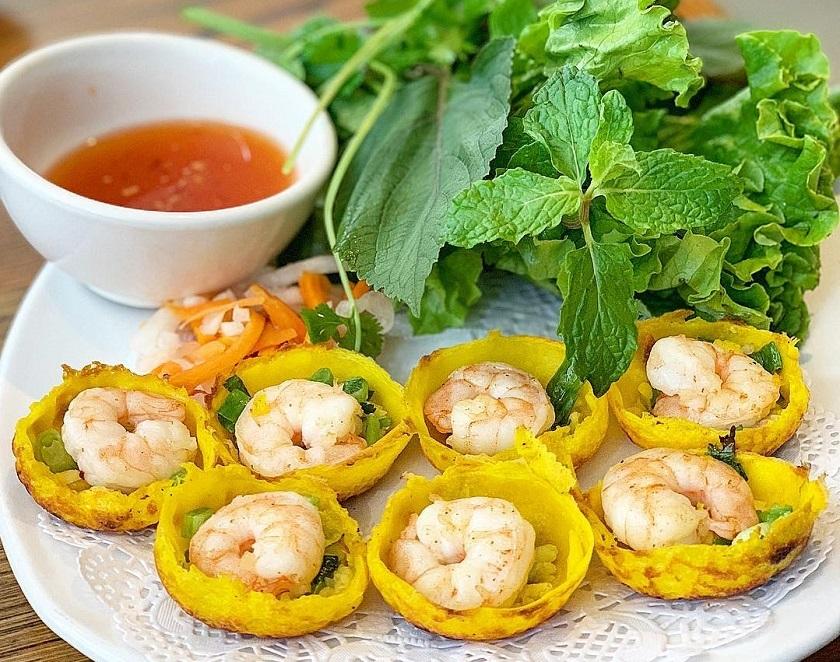 Bánh căn - Món ăn khuya Nha Trang ngon, rẻ