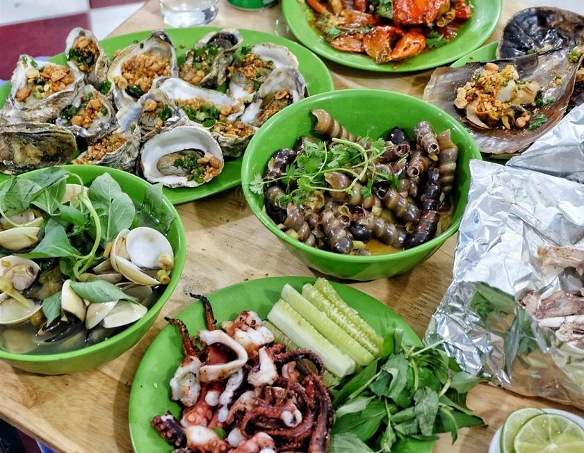 Hải sản là món ăn phổ biến trong quán ăn đêm Nha Trang