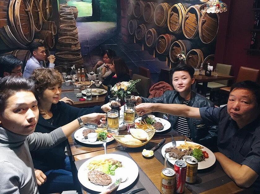 Bữa tất niên gia đình tại GRILLE6 Steakhouse