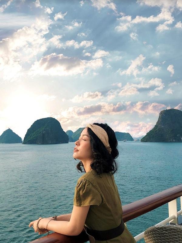 Tận hưởng kỳ nghỉ trên du thuyền Hạ Long