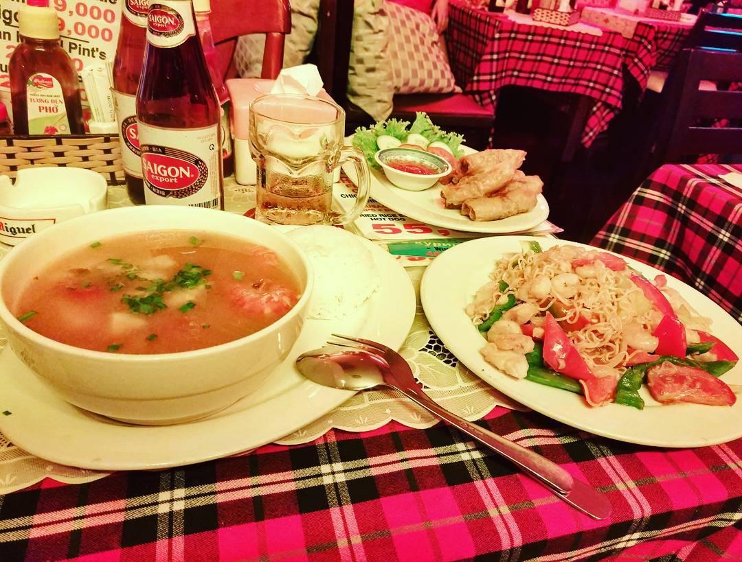 Thưởng thức những món ăn đậm hương vị truyền thống tại nhà hàng của khách sạn