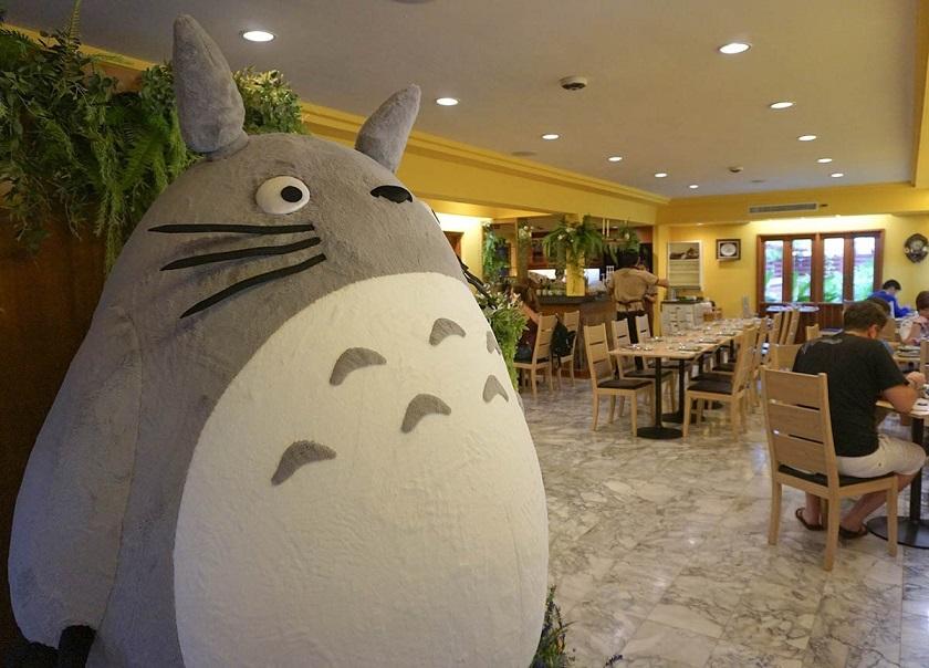 Totoro béo bự ngay tại cổng chào