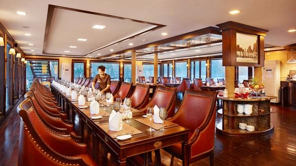 Nhà hàng trên du thuyền Azalea