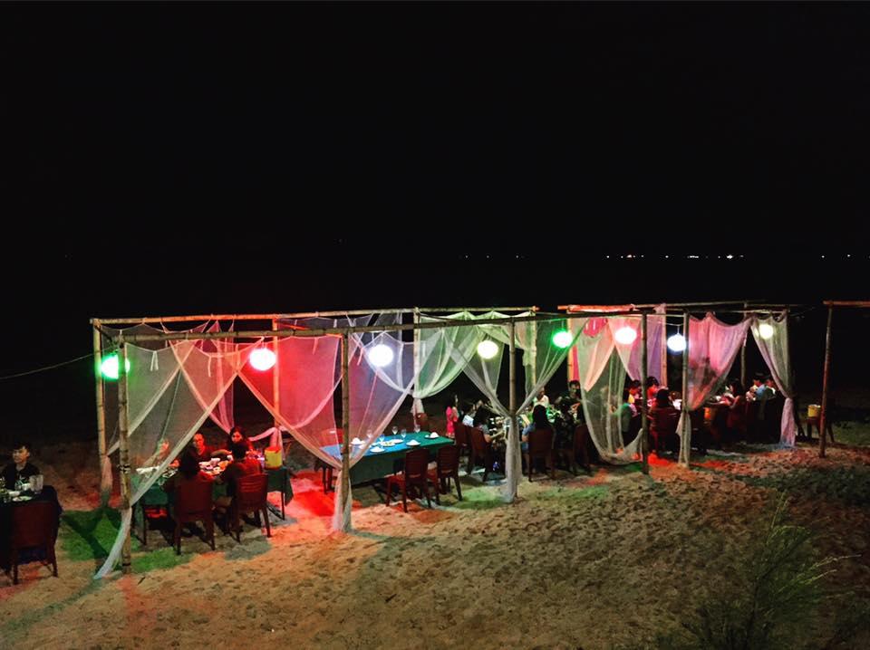 Tiệc BBQ lung linh cạnh bãi biển