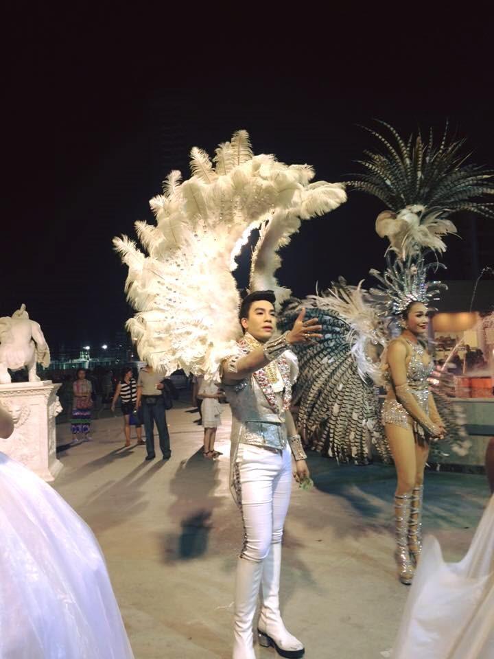 những vũ công chuyển giới xinh đẹp
