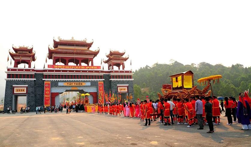 Lễ hội tại Thiền viện Trúc Lâm Tây Thiên