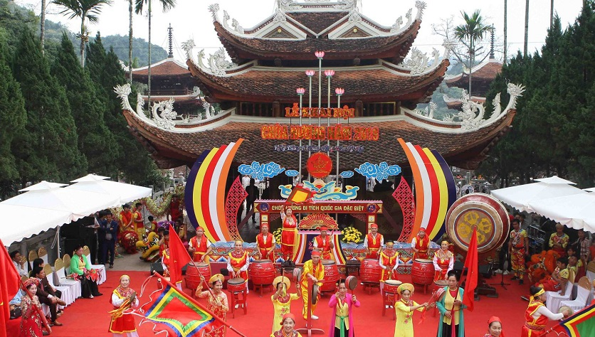 Lễ khai hội chùa Hương