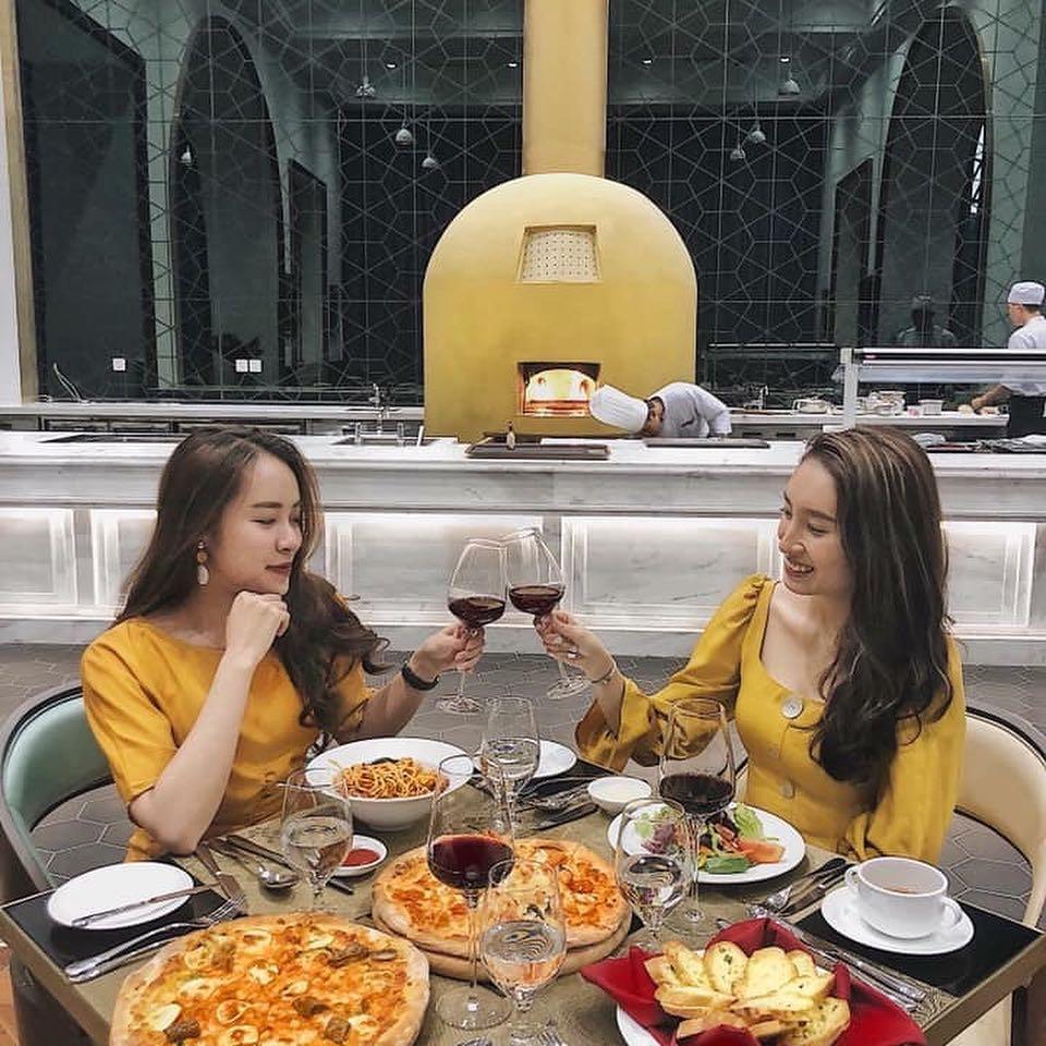Buffet tại nhà hàng của VinOasis Phú Quốc