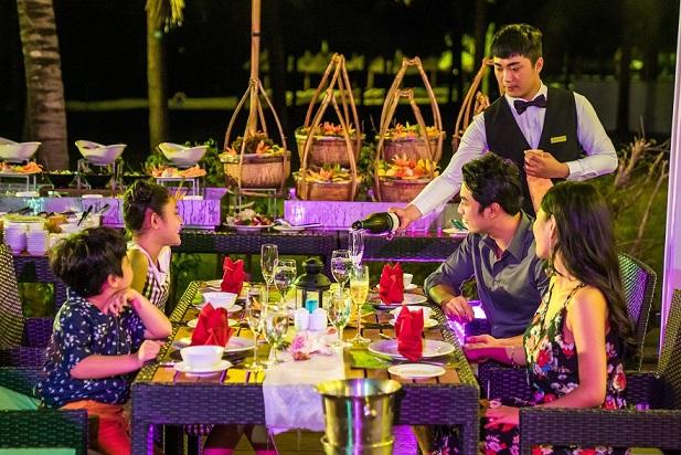 Thưởng thức buffet tối tại nhà hàng 5*