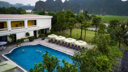Combo Ninh Bình 2N1Đ: Ninh Bình Hidden Charm Hotel & Resort 5* + Xe limousine khứ hồi