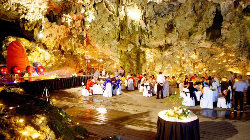 Bữa tối trong hangGrotto
