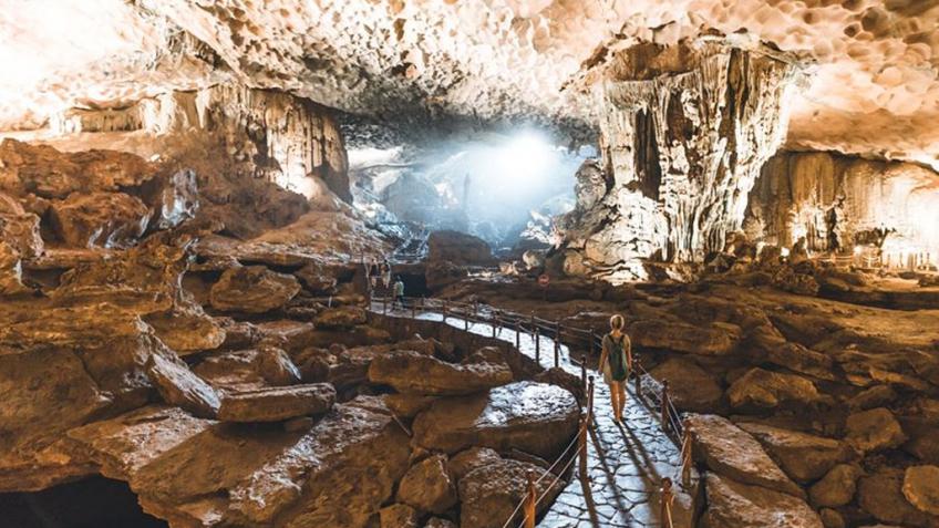 Khám phá hang động