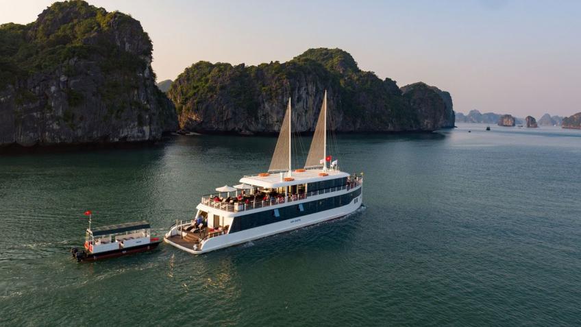 Du thuyền Jade Sails từ trên cao