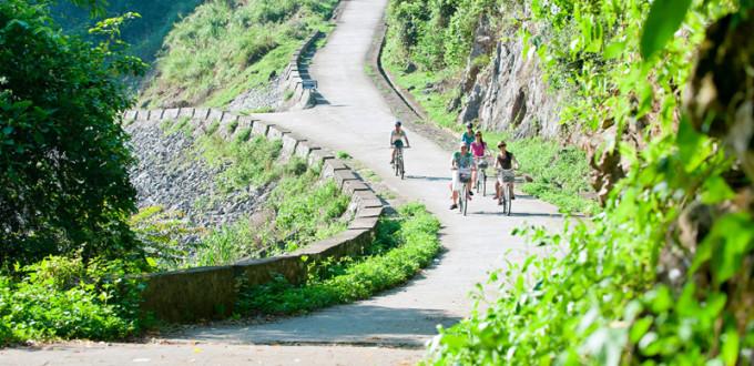 Đạp xe trên đảo Cát Bà