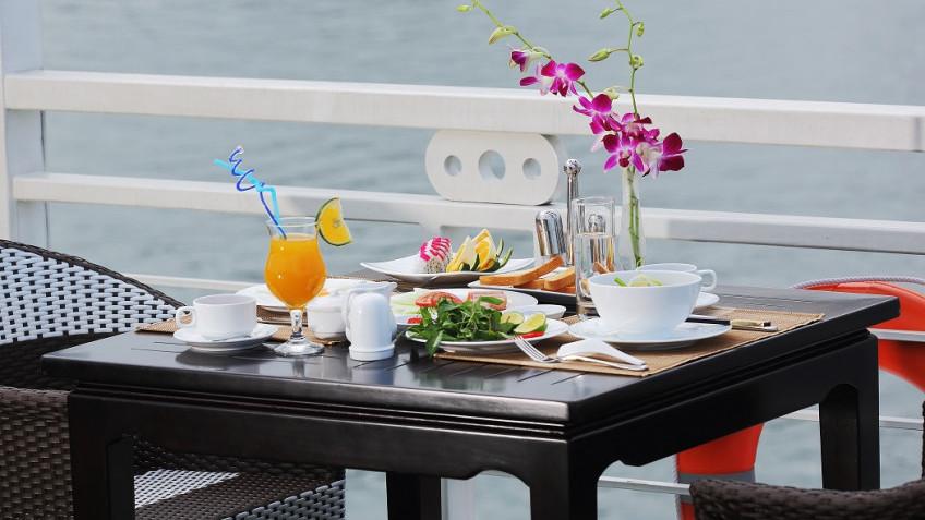 Bữa sáng tại sundeck