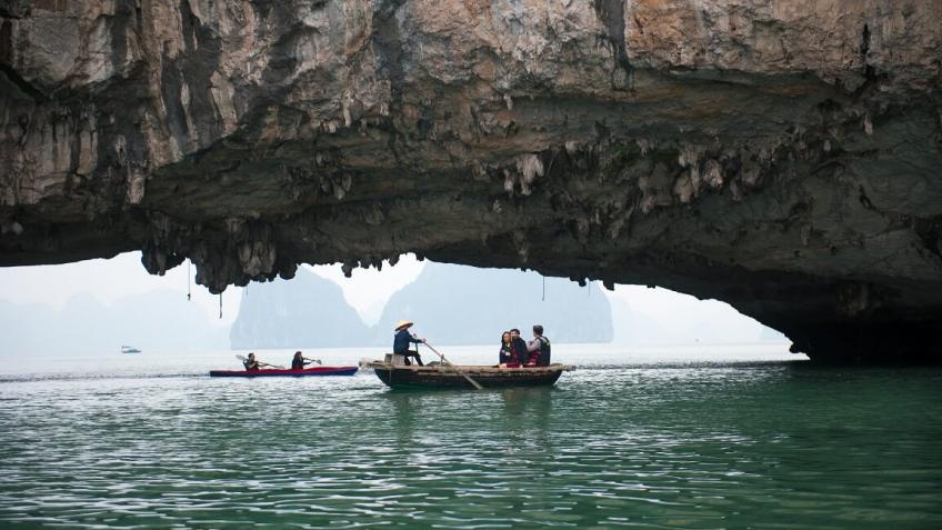 Chèo thuyền khám phá vịnh Bái Tử Long