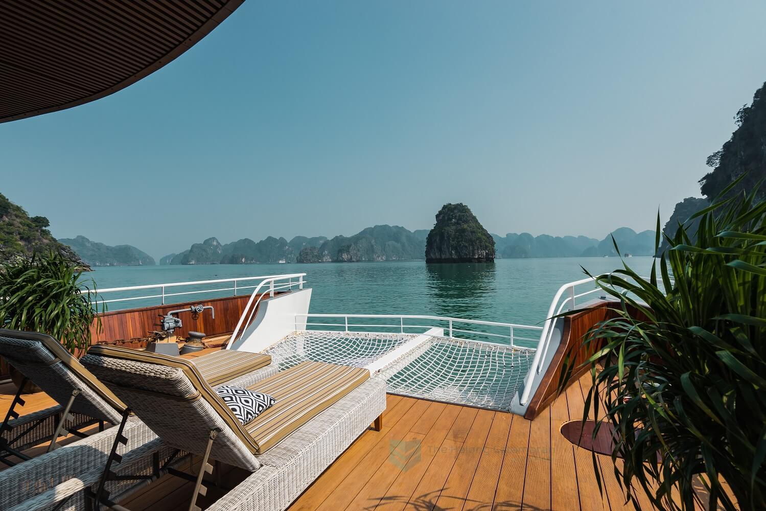 Lounge Net - Catamaran Cruise