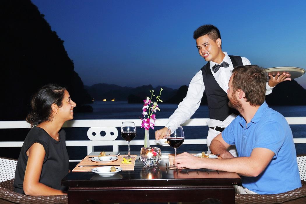 Bữa tối trên du thuyền Starlight