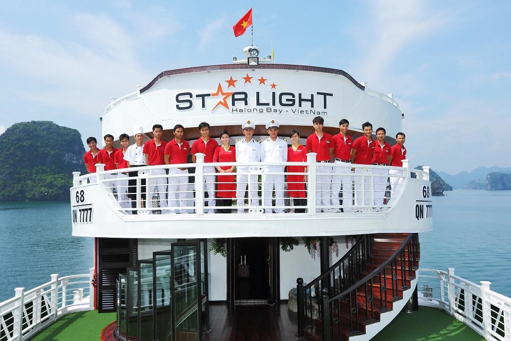 Nhân viên trên du thuyền Starlight