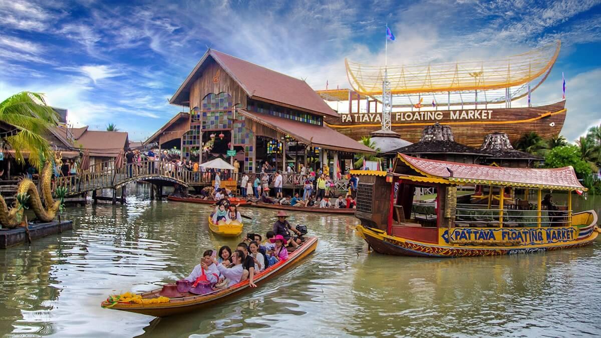Chợ nổi ở Pattaya