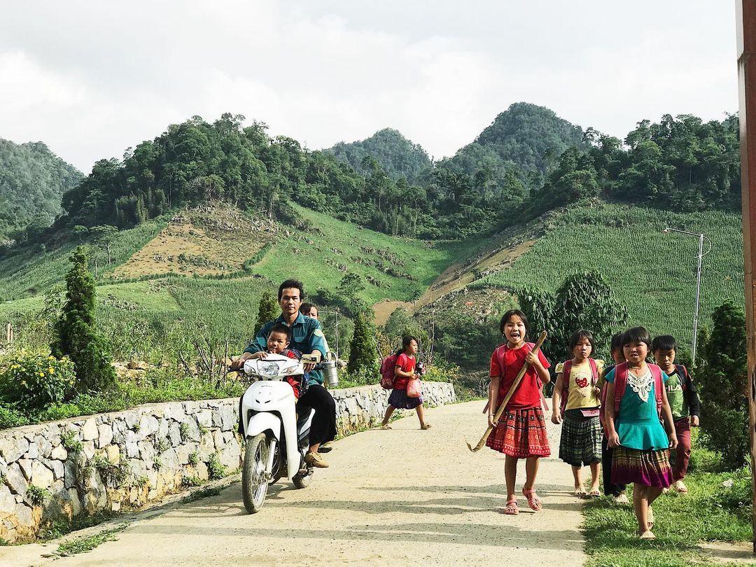 Trẻ em dân tộc ở núi Pha Luông, khu vực biên giới Việt - Lào