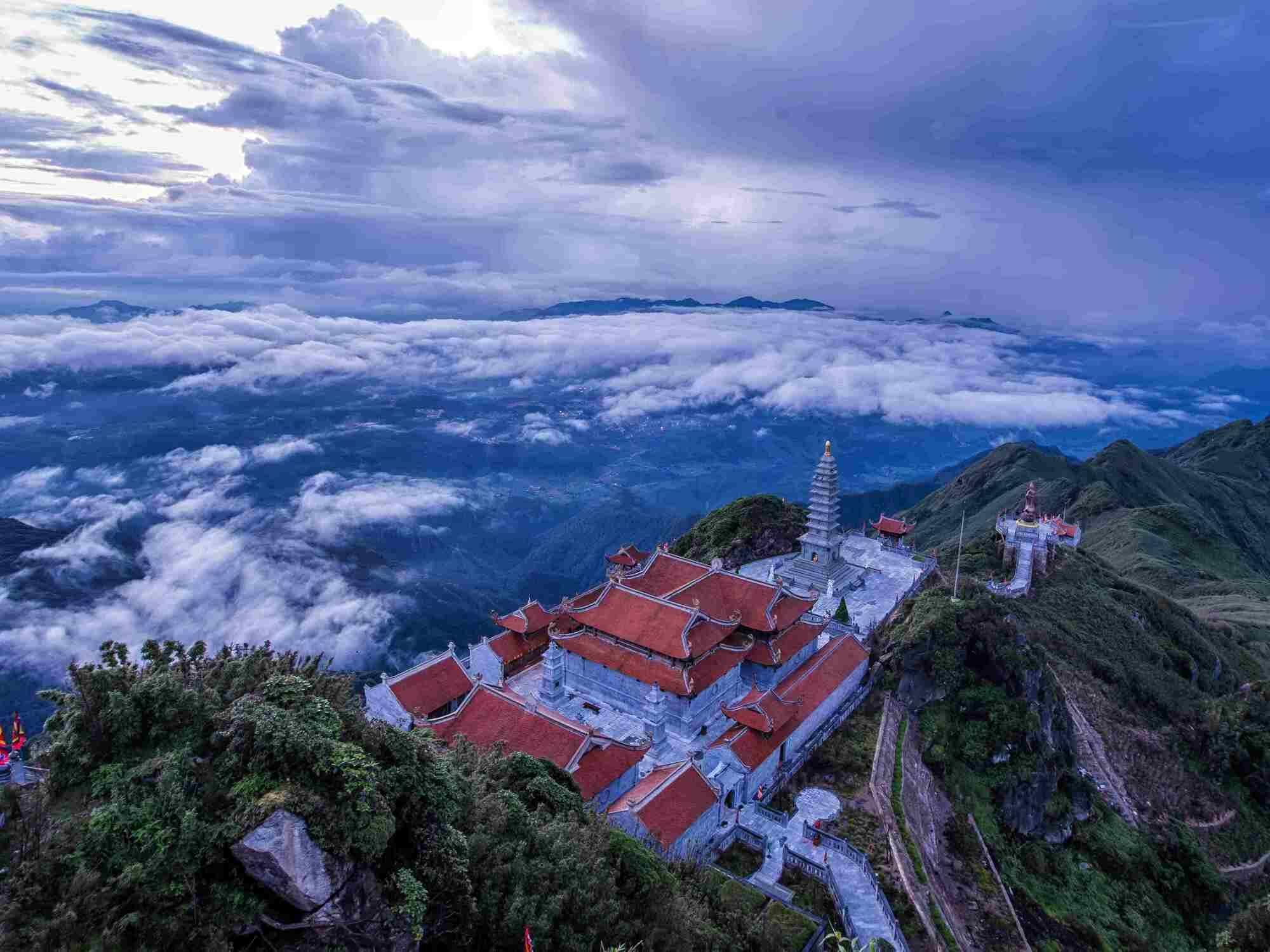 Quần thể chùa trên đỉnh Fansipan