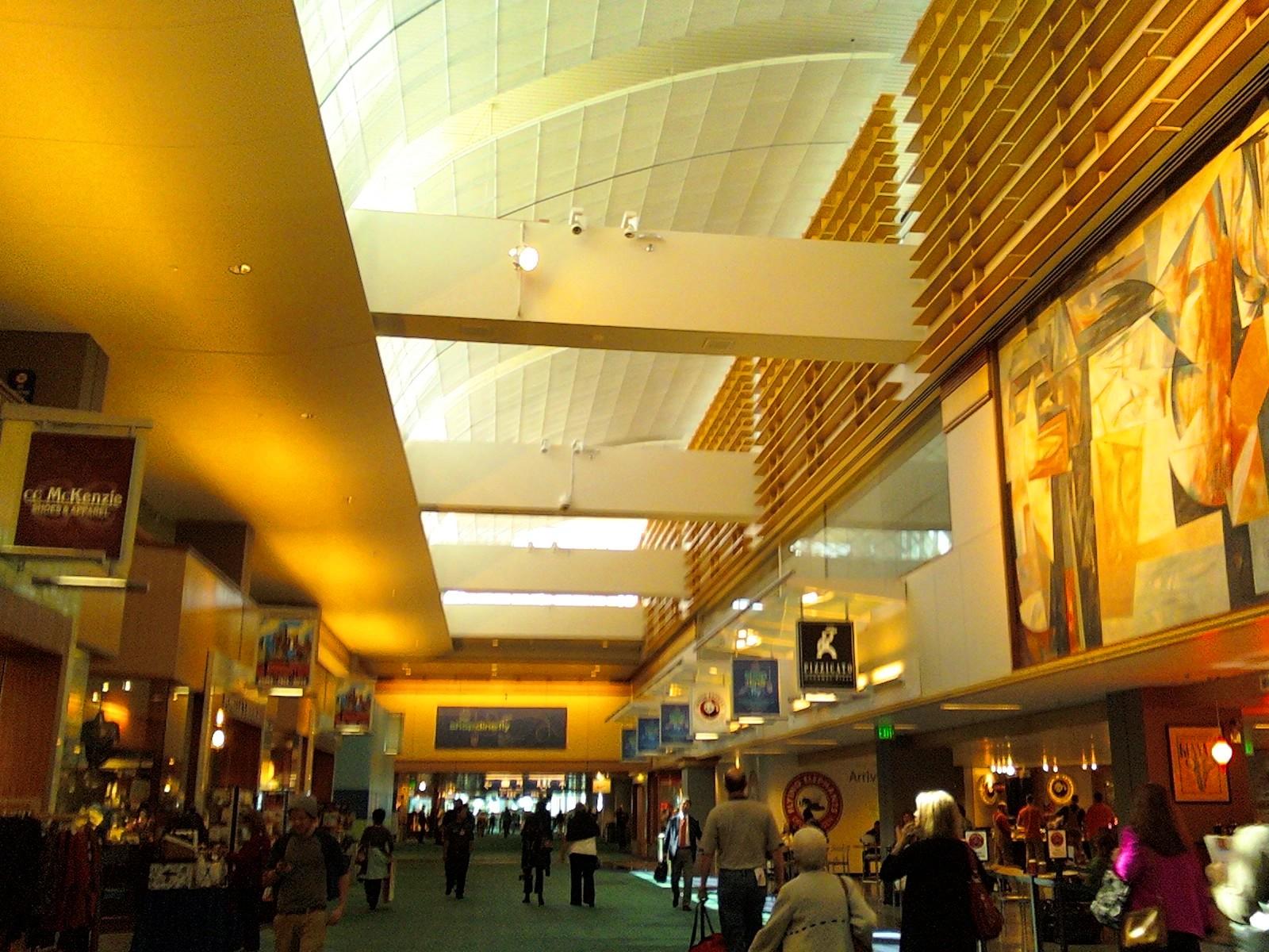 Bên trong khuôn viên sân bay quốc tế Portland