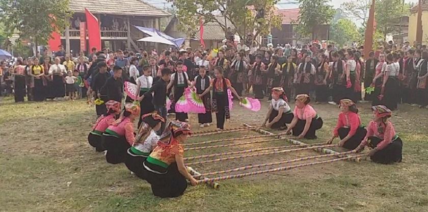 Điệu múa sạp dân tộc Thái