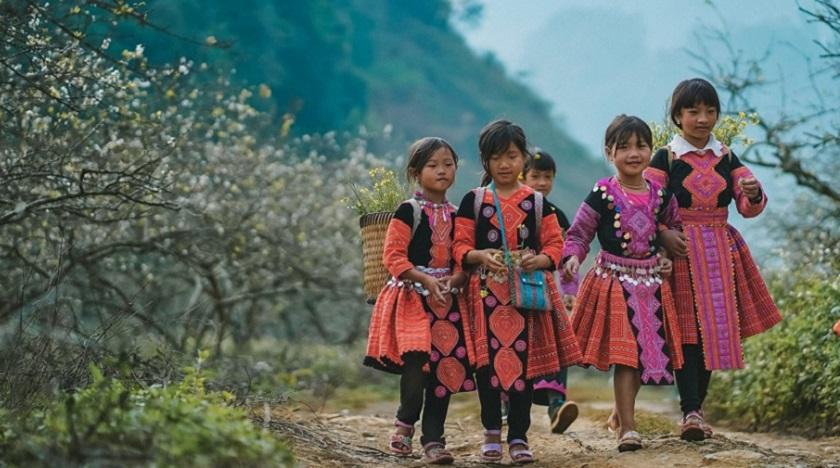 Các em bé dân tộc tại Mộc Châu
